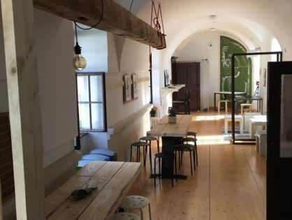 """Megnyitotta kapuit Európa első """"kolostor"""" coworking irodája - a Door Office - Szegeden"""