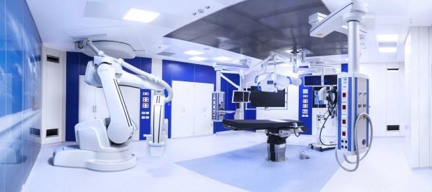 Robotkarral fognak műteni az Újklinikán