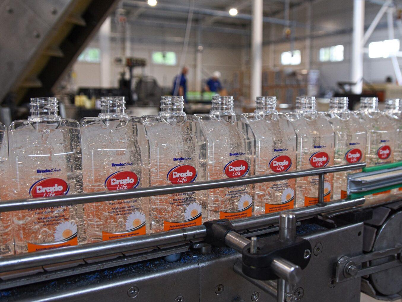 A járvány idején hetek alatt épített új fertőtlenítőszer-gyárat a Florin Szegeden